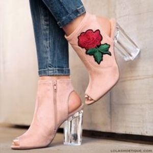 NWOB Delicious Peep Toe Embroidered Shoes